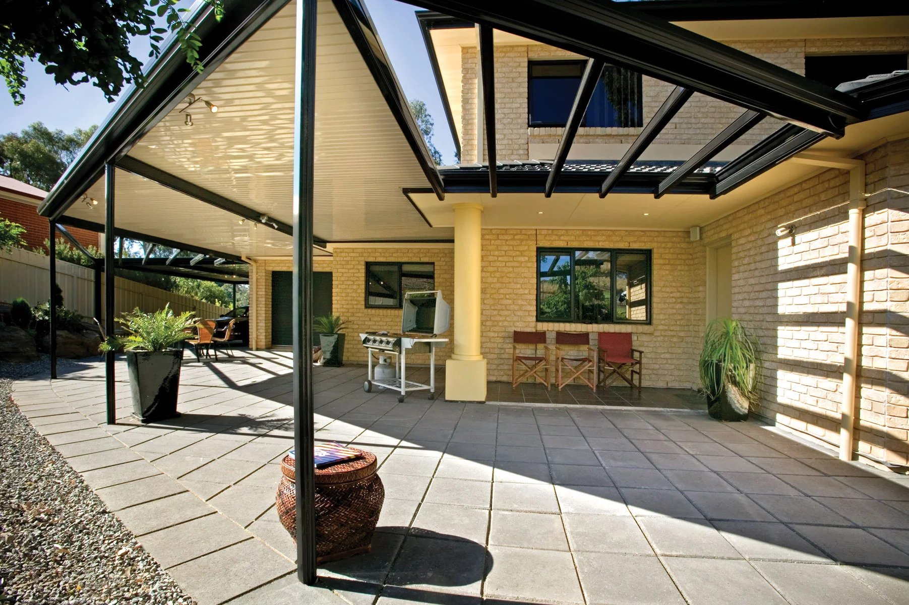 Customising Your New Pergolas with Climbing Plants in Melbourne