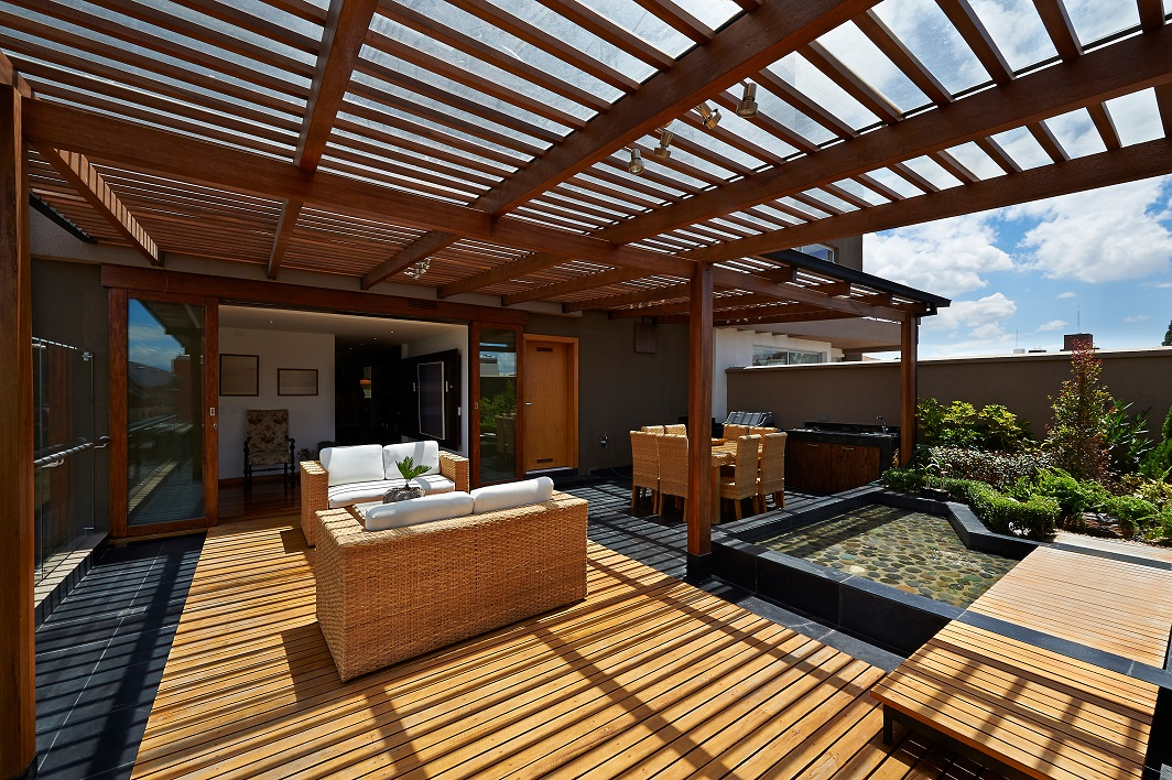 , Why is Polycarbonate a Better Roofing For Pergolas